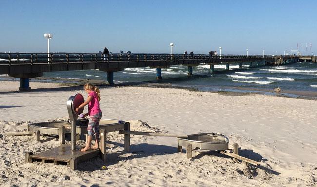 Blick auf die Seebrücke von Scharbeutz