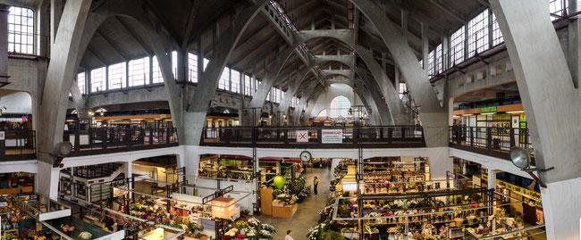 Bild: Die Markthalle in Breslau von innen