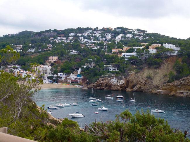 Bild: Bucht des Strandes auf Ibiza