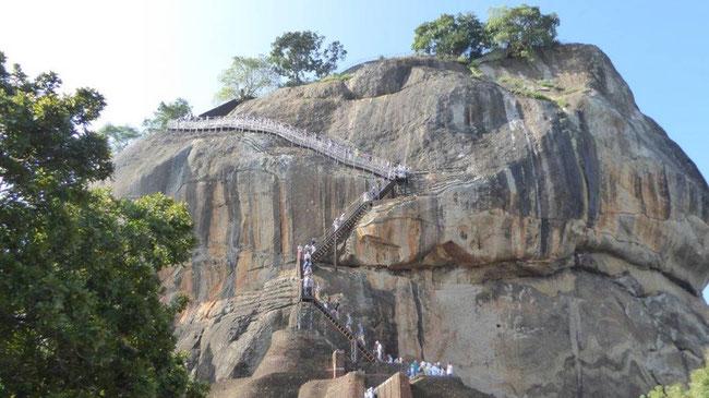 Bild: Der Rockfelsen von Sirigiya bei Dambulla