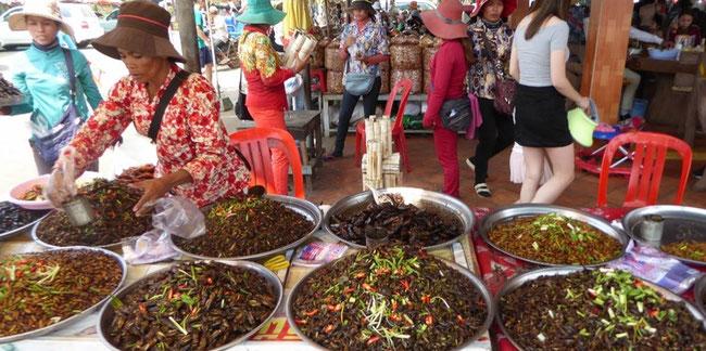 Bild: Essenschalen in Kambodscha auf dem Markt