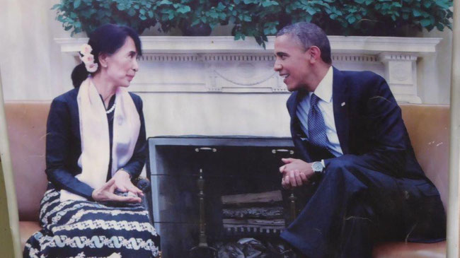 Bild: Suu Kyi die den Friedensnobelpreis erhielt im Gespräch mit Obama