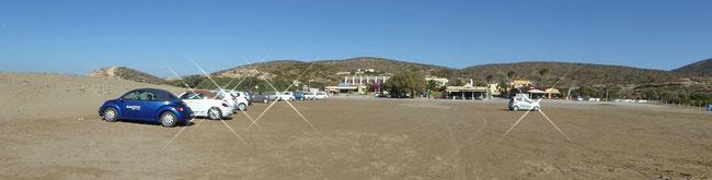 Bild: Der riesige Sandparkplatz auf Prasonisi im Süden der Insel Rhodos