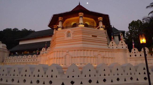 Bild: Der sogenannte Zahntempel in Kandy