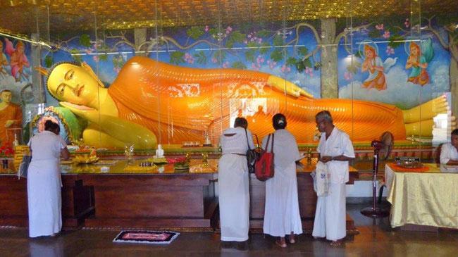 Bild: Liegender Bhudda im Tempel von Anuradhapura