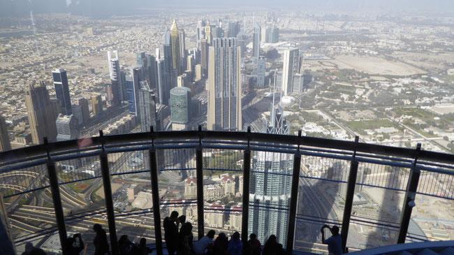 Bild: Gigantischer Ausblick über die Stadt Dubai von 550 m Höhe