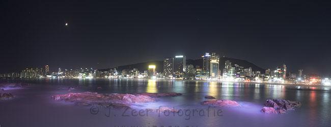 Busan is de tweede stad van Zuid-Korea en ligt helemaal in het zuiden. Vlak voor mijn aankomst was de stad getroffen door een tyfoon. Enkele uren late schoot ik deze foto van de skyline van de stad.