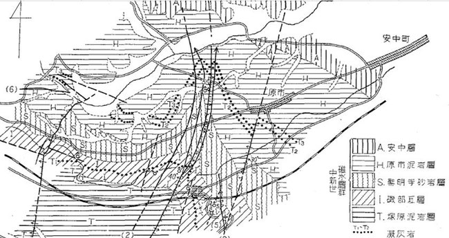 縦実線は断層線です。信越化学の研究棟兼工場の真下を通過していますが、活断層ではありません。ここに大宮神社がありました、古代聖地です。