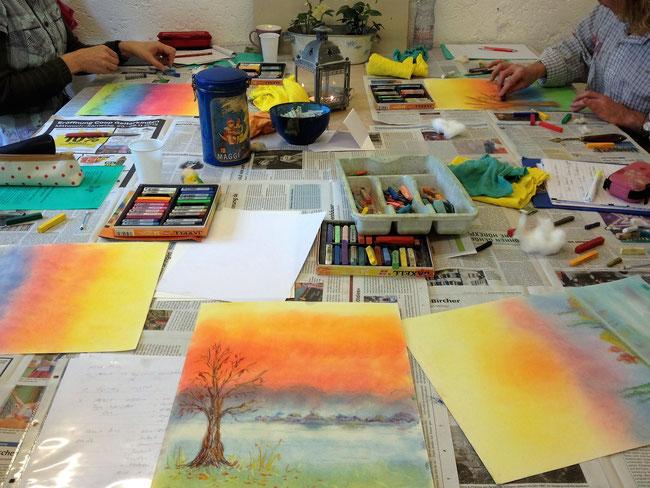 Pastellmalerei in der Gruppe, Workshop oder bei den Malkursen für Erwachsene