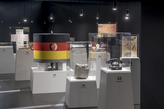 """Ein Blick in die Ausstellung """"100 Objekte. Berlin im Kalten Krieg"""" – © AlliiertenMuseum/Chodan"""