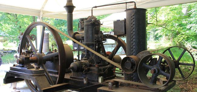 Im Motorenmuseum Lütjensee sind  historische vielfach lauffähige Motoren ausgestellt (Foto Dr. Hochhaus)