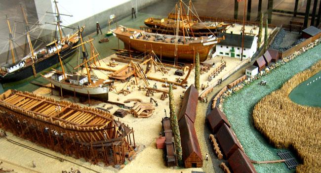 Modell einer historischen Werft zur Zeit des Holzschiffbaus (Foto Dr.  Hochhaus)