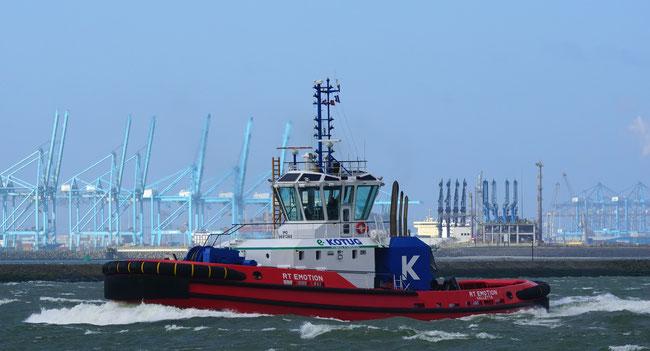 Der Hybridschlepper RT Emotion in Rotterdam auf dem Nieuwe Waterweg (Quelle RT EMOTION Urheber kees torn)