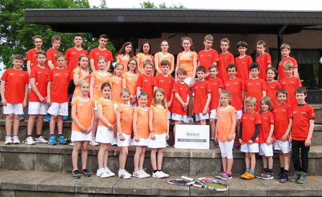 Neue Mannschaftsbekleidung für unsere Tennis-Jugend