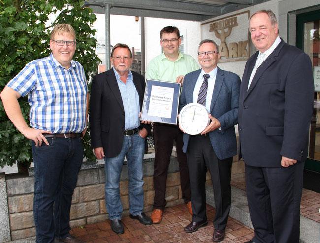 von links nach rechts: Michael Stark, Werner Stark, Christian Stark, Bürgermeister Jürgen Guse, Heinz-Rudi Link
