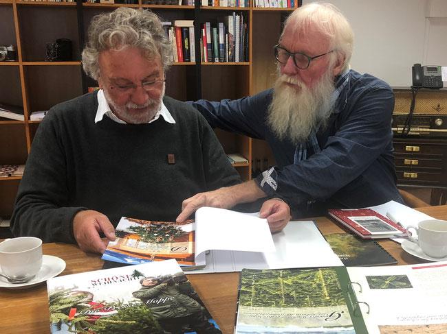 Foto: Petra Schweim - GF Werner Koop (NORDMANN INFORMATIONSZENTRUM GmbH) im Gespräch mit dem Weihnachtsbotschafter John Langley -