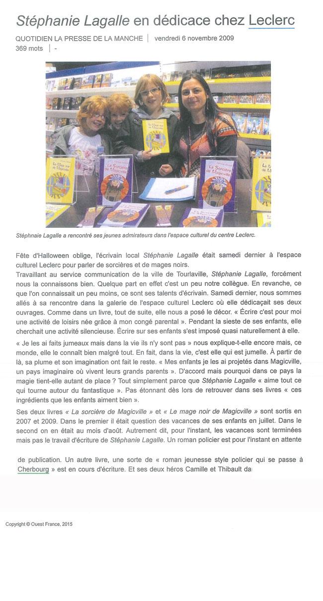 Stéphanie Lagalle en dédicace à l'espace culturel Leclerc de Tourlaville
