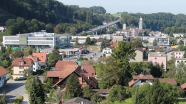 Der rund 1 Kilometer lange Abschnitt zwischen dem Autobahnviadukt Flamatt und der Brücke über die Sense