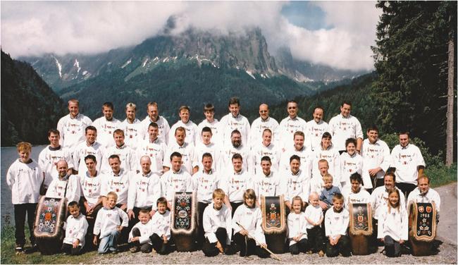 """Aus der Mitte des Einschellervereins Grosstal, Näfels, erwuchs die Idee der """"Oberseefestes"""" auf Obersee-Staafel. 2003 begonnen, feiert es nächstes Jahr bereist 15 Jahre.  Ein OK plant, organisiert und leitet das Fest in zwei Zelten. Grosse Nachfrage!"""