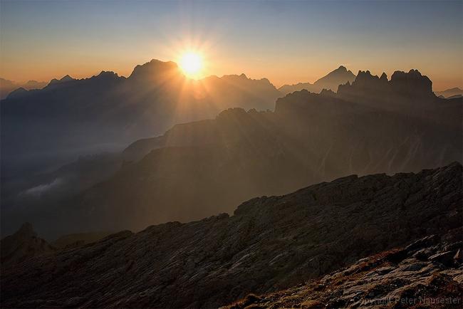 Jedesmal ein unbeschreibliches Erlebnis: der Sonnenaufgang. (Foto: Peter Nausester, Bad Soden)