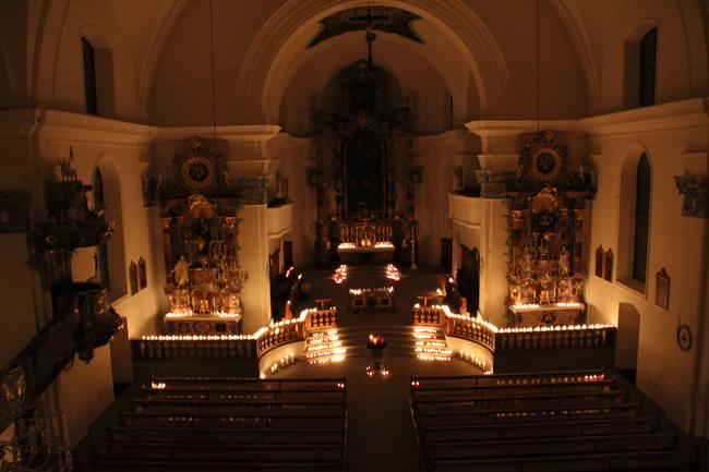 Rorateamt Donnerstag, 14. Dezember 2017 Pfarrkirche St. Hilarius Näfels (Foto: Richard Arnold)