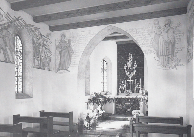 Die Schlachtdarstellung in der Friedhofkapelle wurde von P. Bernard Flüeler OSB 1937 geschafften. Die Madonna über dem Altar ist im Nachruf von Pfr. Braun erwàhnt. (Foto: Albin Müller Glarus)