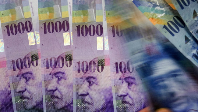 Der Regierungsrat des Kantons Glarus spendet 10'000 Franken an die Einsatzzentrale der Schweizer Garde in Rom. (Foto: www.zeit.de/2015/07/schweizer-franken-tausender-geldnote)