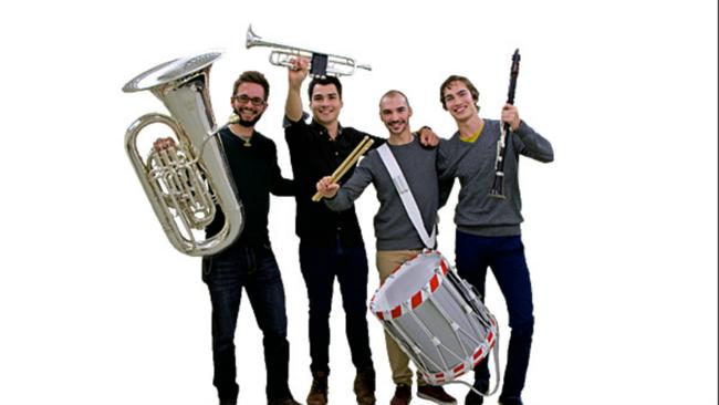 Heil dir Helvetia, wir kommen! Die vier frischgebackenen, selektionierten für die Swiss Army Cedntral Band, alles aus dem Lande Fridolins! (Foto: Südostschweiz, Landina Ender)