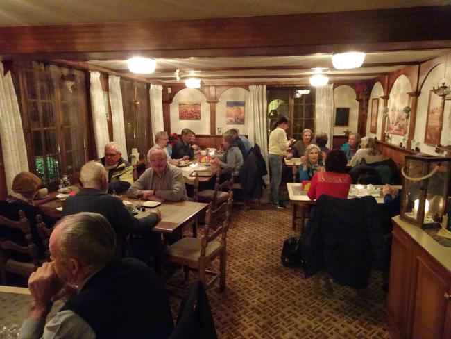 """Wärmende Getränke, Sandwich und Gipfel beim gemütlichen Beisammensein im Restaurant """"Tschifeli"""""""