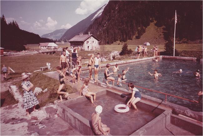 """Archivbild aus den Anfängen des Schwimmbades Obersee-Staafel, genannt """"Karlsbad"""". Es ist ebenfalls aus privater Initiative entstanden und wird nächstes Jahr sogar 55 Jahre alt."""