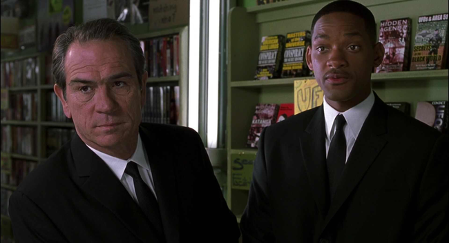 Tommy Lee Jones & Will Smith in Men in Black II