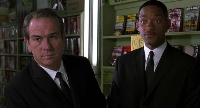 Tommy Lee Jones & Will Smith in Men in Black II