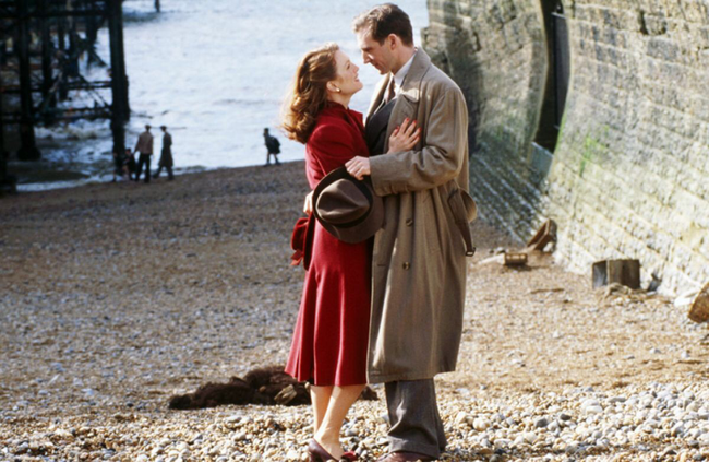 Julianne Moore & Ralph Fiennes in The End of the Affair