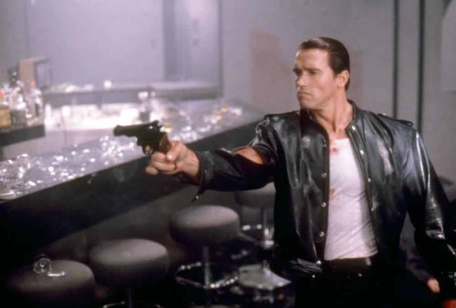 Arnold Schwarzenegger in Raw Deal