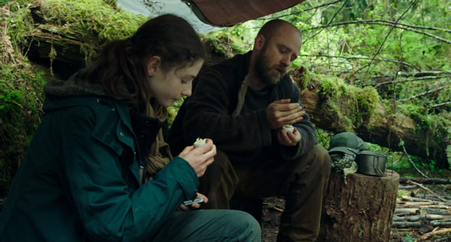 Thomasin Harcourt McKenzie & Ben Foster in Leave No Trace