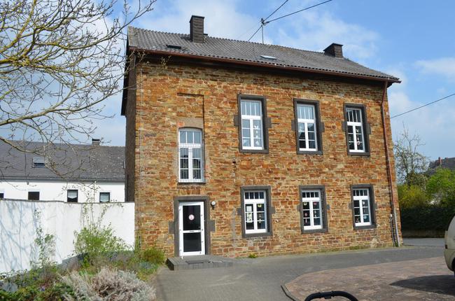 Weiler: ehemaliges Forsthaus – jetzt Grundschule