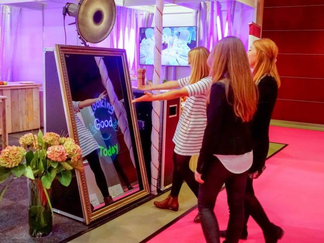 Borne photo miroir pour votre mariage et bar mitzvah lucky animation Lyon