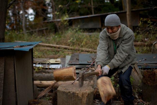 久々に斧を使いました。長野時代が懐かしい…。