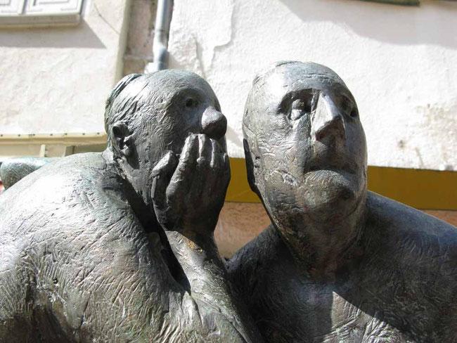 """Skulptur in Bietigheim: """"Schwätzweiber"""" - © Traudi"""