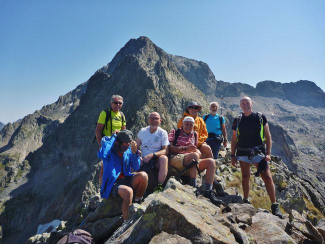 Cime Est de Fenestre (2686 m)  sur fond de St Robert et de Gélas.