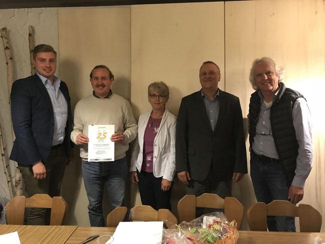 Jubilarehrung (von links nach rechts: Jan Hofbauer, Christian Walker, Renate Gmoser, Bürgermeister Gertitschke, Karl-Heinz Single)