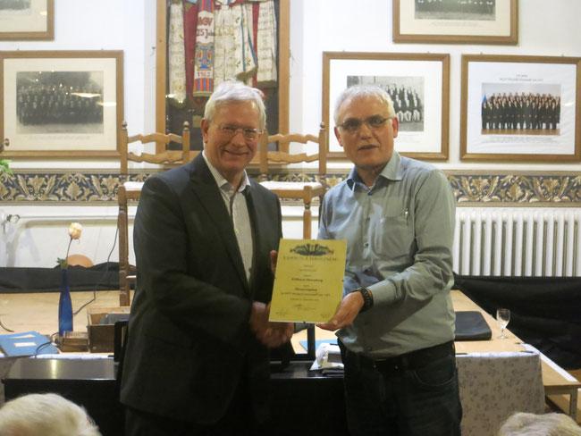 Vorsitzender Paul Knierbein überreichte die Ehrenurkunde an Eckhard Uhlenberg