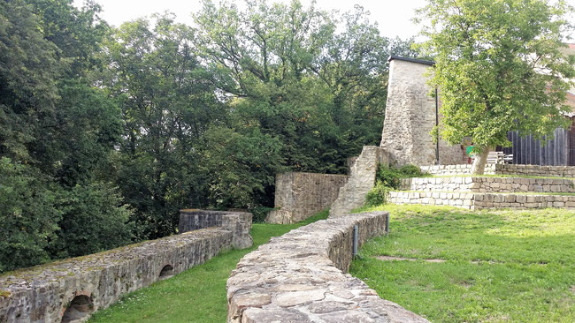 Burg Mitterfels, Blick auf Schildmauer und Zwinger