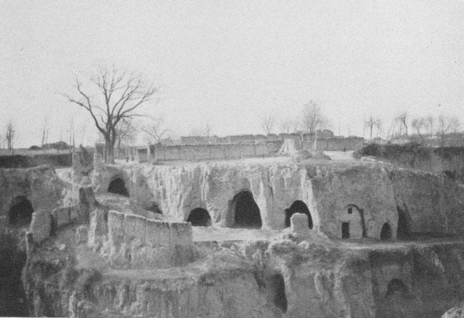 Habitations creusées dans le lœss (Chen-si).