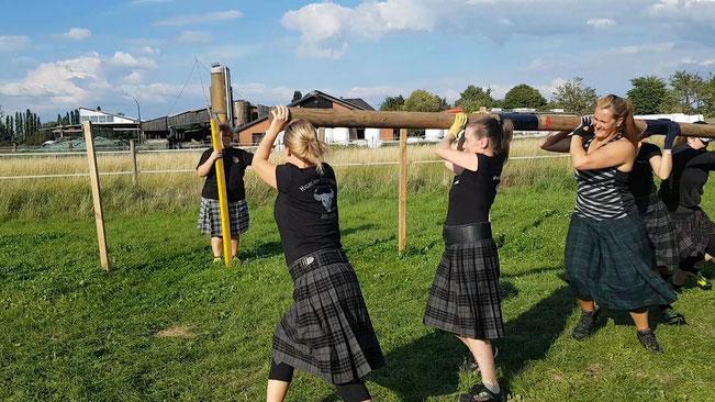 Caber-Slalom Stone of Manhood Schottland Highland Games