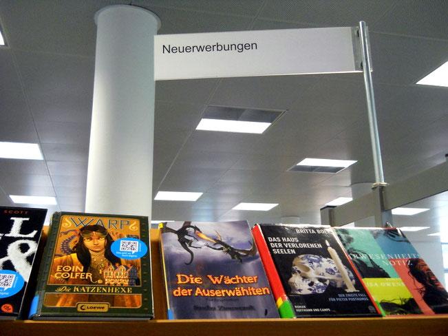"""Auch Büchereibesucher können nun """"Die Wächter der Auserwählten"""" ausleihen."""