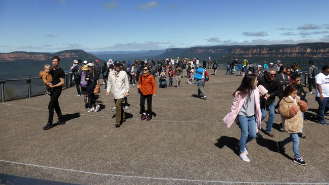 Visitors at Echo Point Lookout