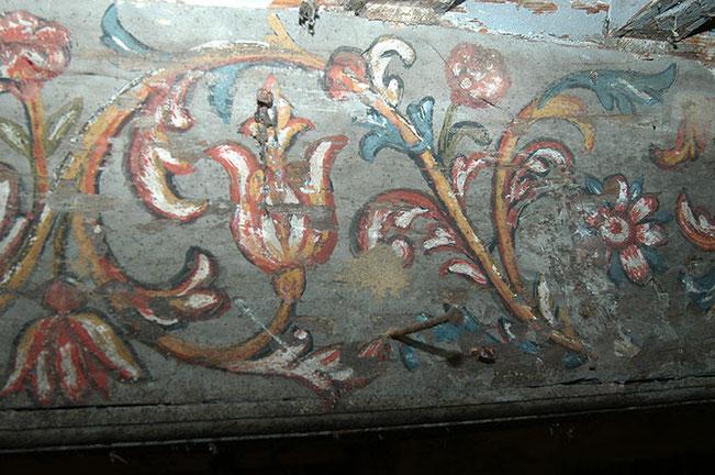 la décoration des poutres du réfectoire des moines