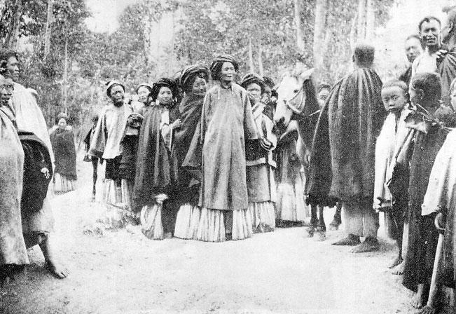 Dames Lolos, Population autochtone du Yunnan