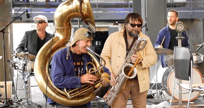 Total Trio + (2014). Konni Troost (Schlagzeug), Jean-Francois Charbonnier (Tuba), Luciano Pagliarini (Saxofon), Misch Feinen (Schlagzeug)